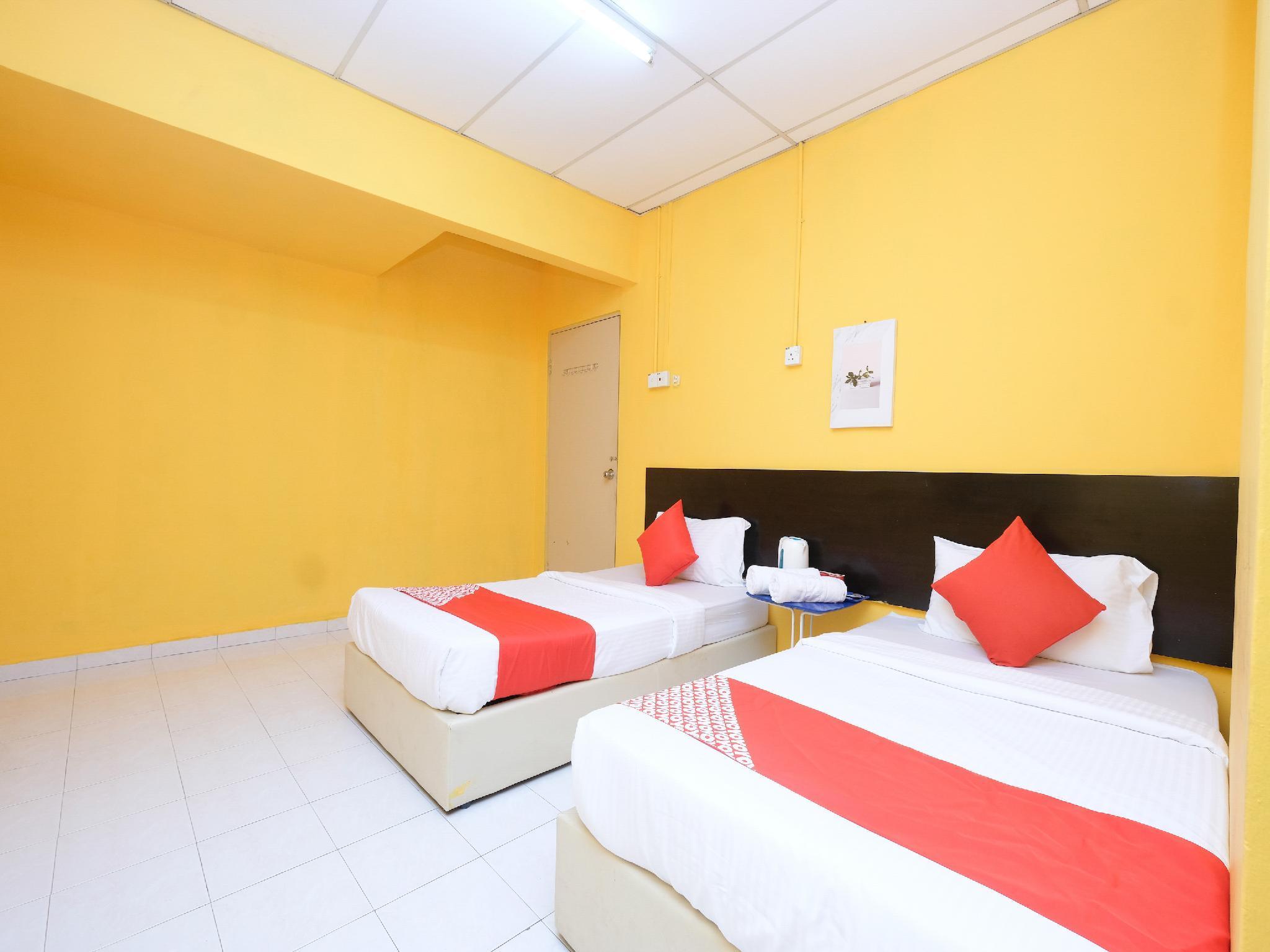 OYO 89694 De Lodge Hotel
