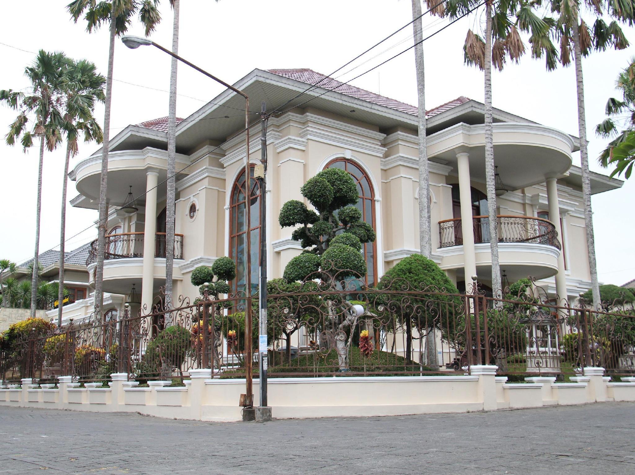 Ndalem Nugraheni Villa