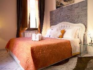 關於豪華公寓 (Luxury Domus)