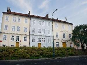 Tietoja majapaikasta EA Hotel Jeleni Dvur (EA Hotel Jeleni Dvur Prague Castle)