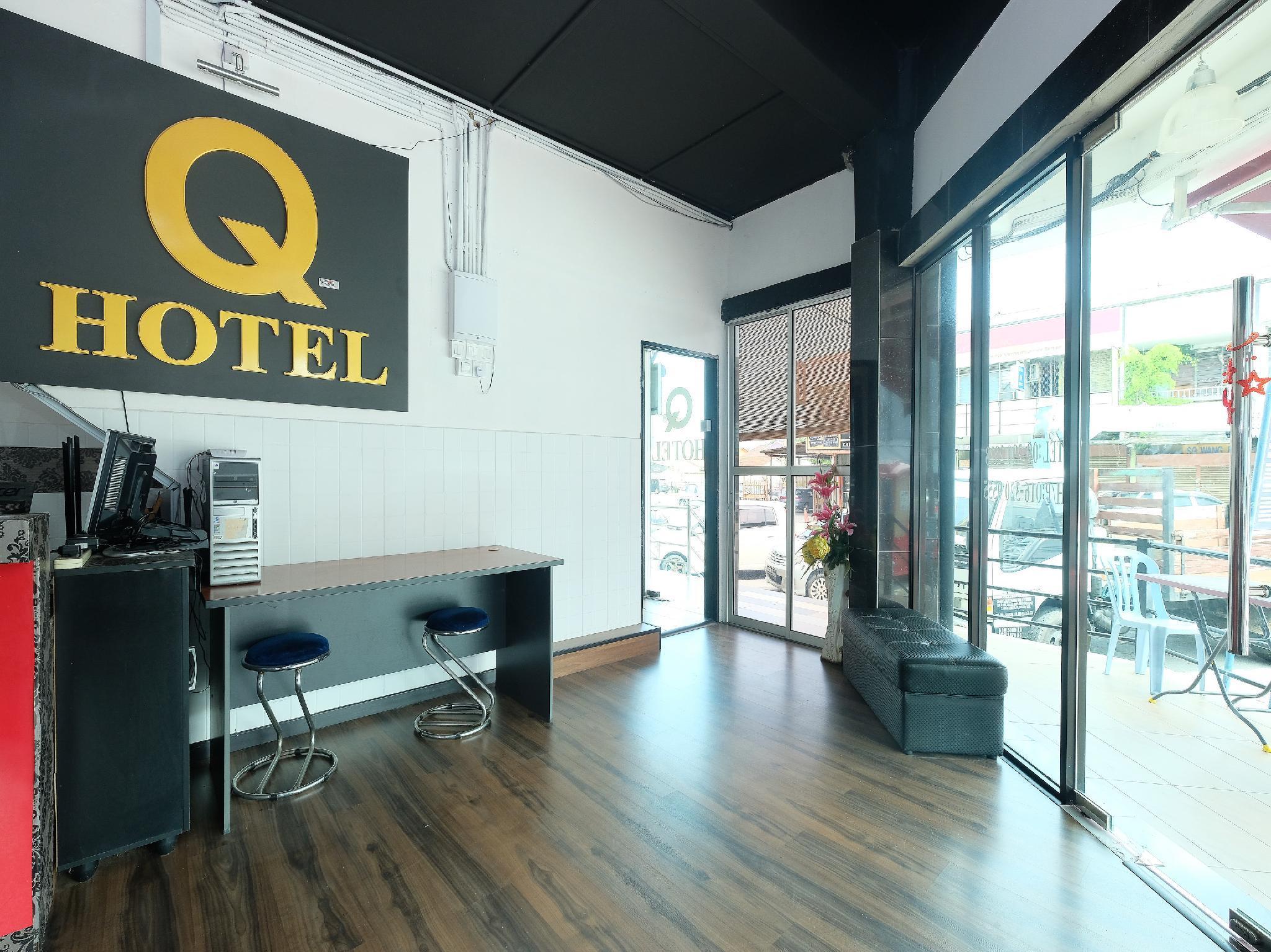 OYO 1104 Q Hotel