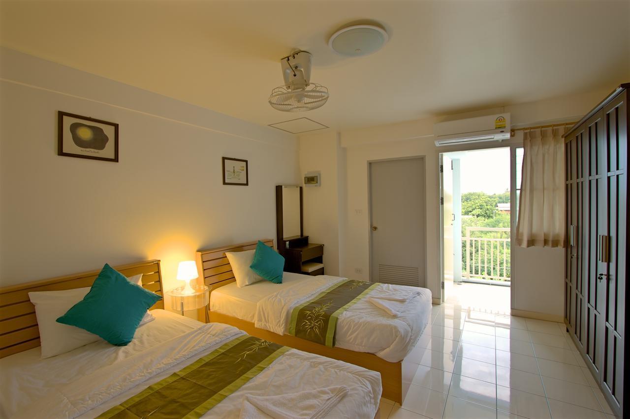 OYO 542 Srirat Residence