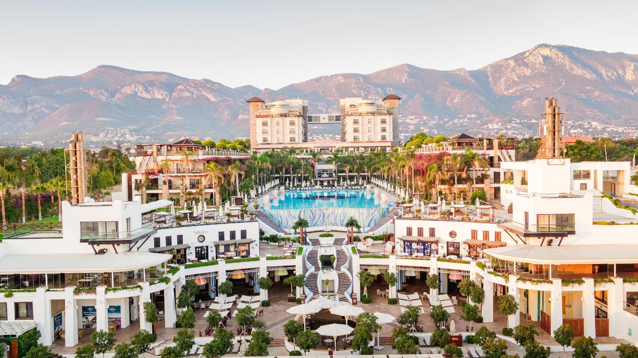 Cratos Premium Hotel Casino And SPA