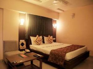 Vista Rooms at Thaltej Road