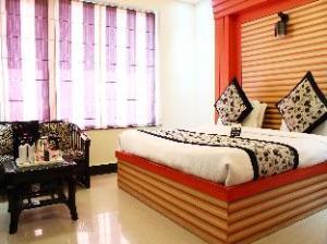 OYO Premium Pacific Mall Rajpur Road