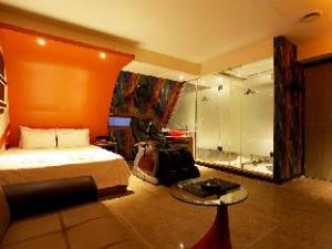 Hotel 9 Nine