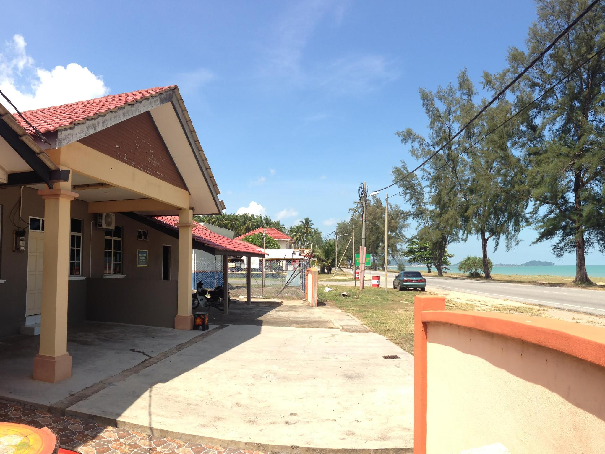 Anggun Beach Guest House Dungun