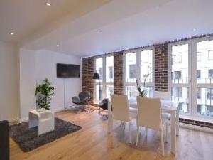 อูเบอร์ ลักชัวรี โคเวนต์ การ์เดน ลอฟต์ อพาร์ตเมนต์ (Uber Luxury Covent Garden Loft Apartment)