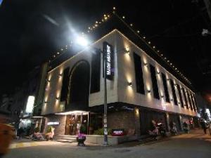 トゥー ヘブン ホテル ナンポー (To Heaven Hotel Nampo)