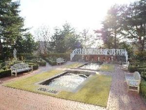 Resort Forest Hills Garden