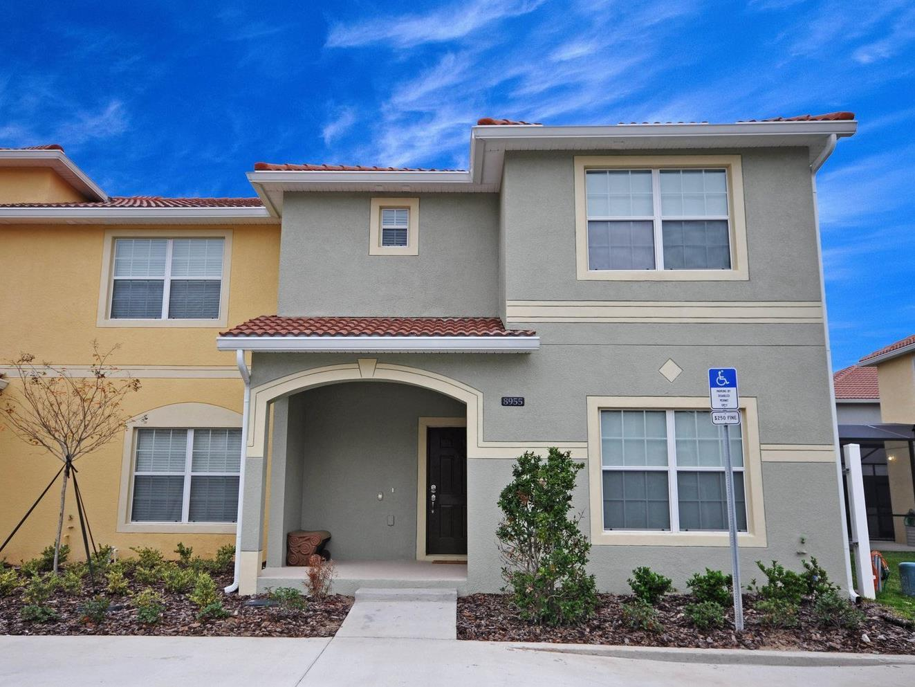 Dpm-115 5 Bedroom 4 Bath Townhouse In Paradise Palms