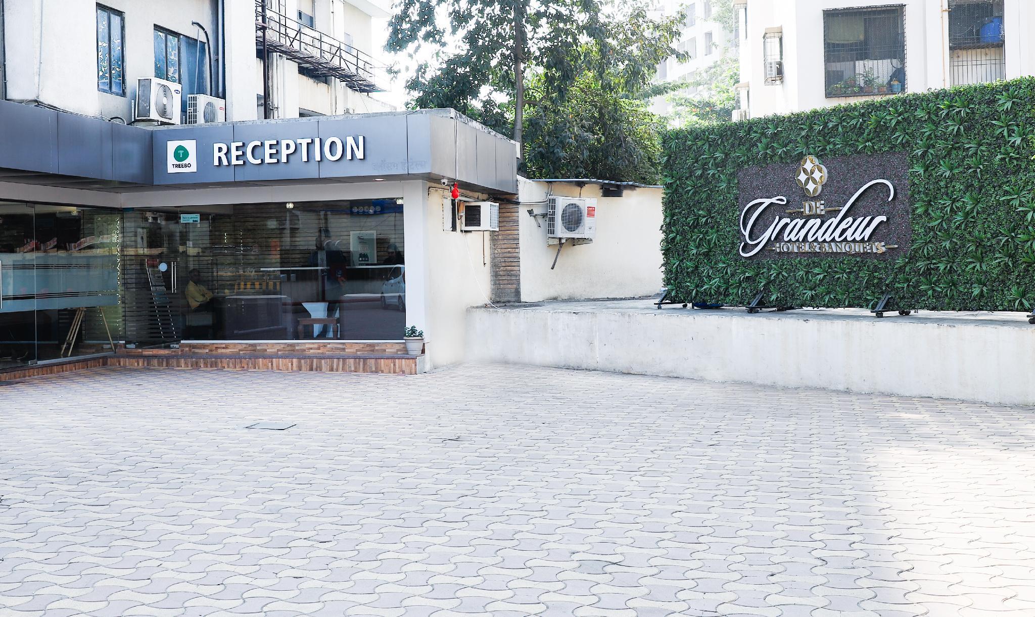 De Grandeur Hotel & Banquets