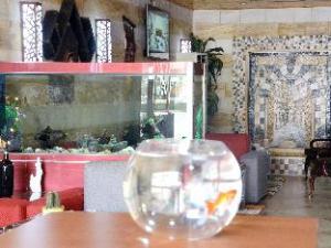 Mansi Hotel Suite