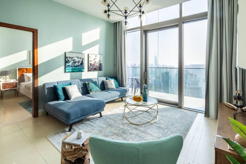 Elegant 1BR With Magnificent Marina Views