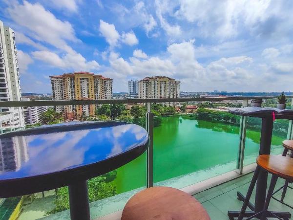 A1????Free Netflix 100Mb WiFi【Lake View】Mount Austin Johor Bahru