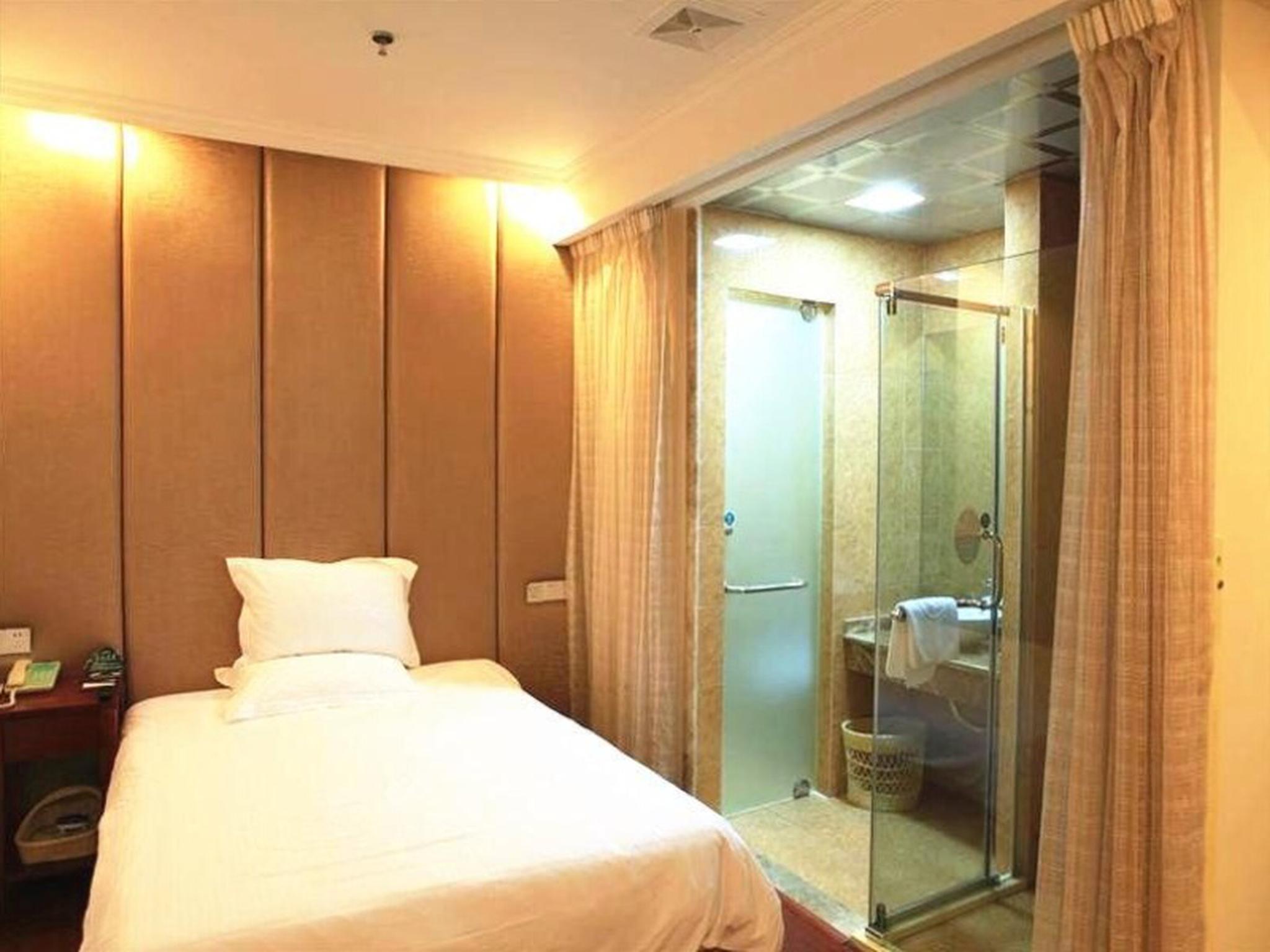 GreenTree Inn Zhangjiagang West Liangfeng Road Four Seasons Garden Express Hotel
