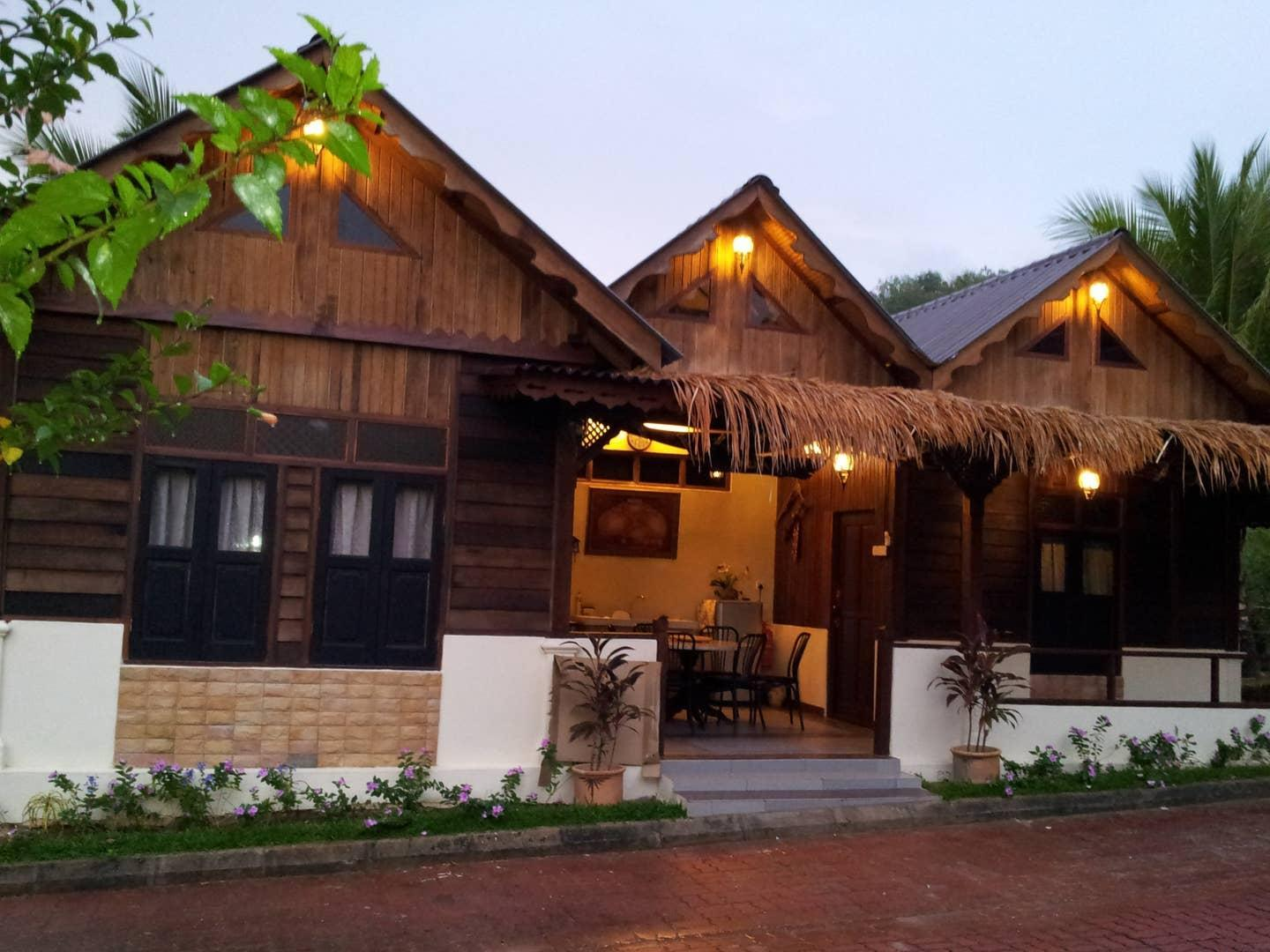 Foxhill Alfah Traditional House Timeless Nights