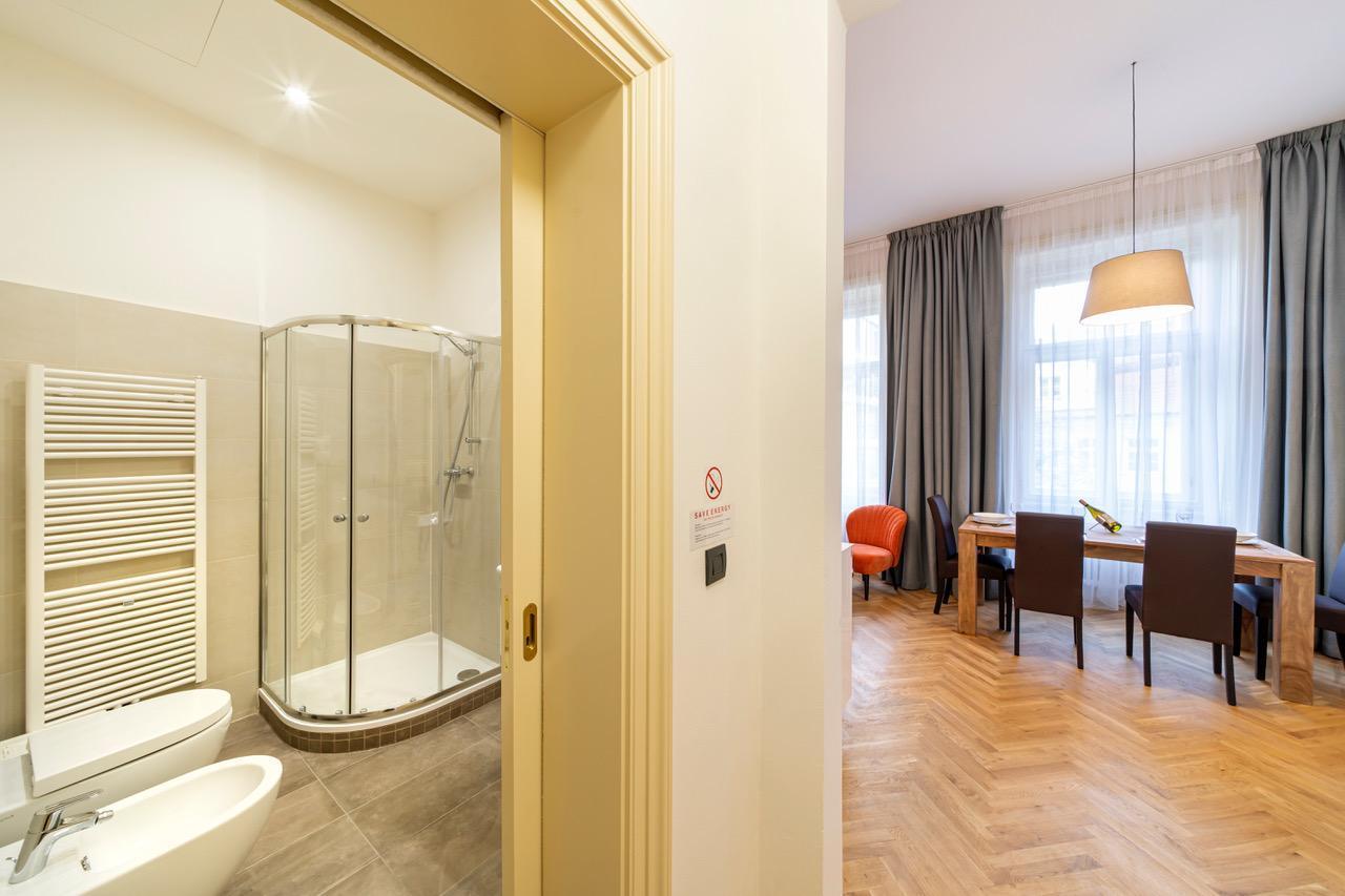 New Town   1 Bedroom 2 Bathroom Jungmann