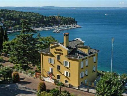 Hotel Riviera And Maximilian's