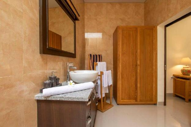 A Luxury Villa at Peaceful Close to Berawa Beach