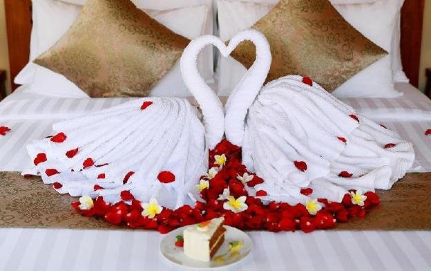 Onetime Romantic candle Light Dinner for Honeymoon