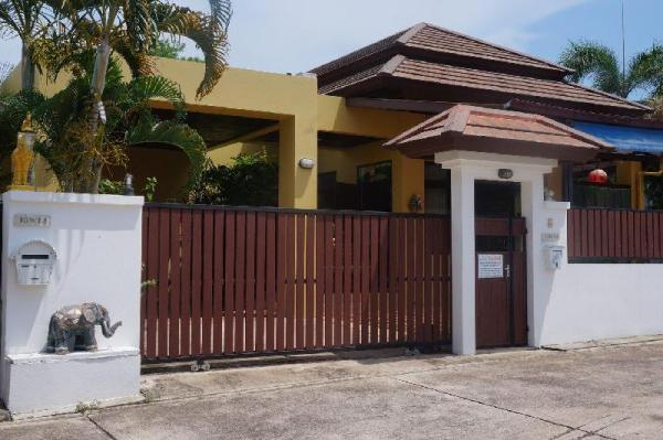 3 bedroom with bar outside Pattaya