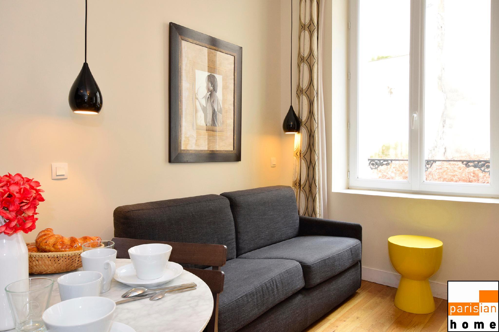 102201 - A charming setting for 4 people  in Montorgueil