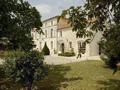 Logis Domaine Du Prieure
