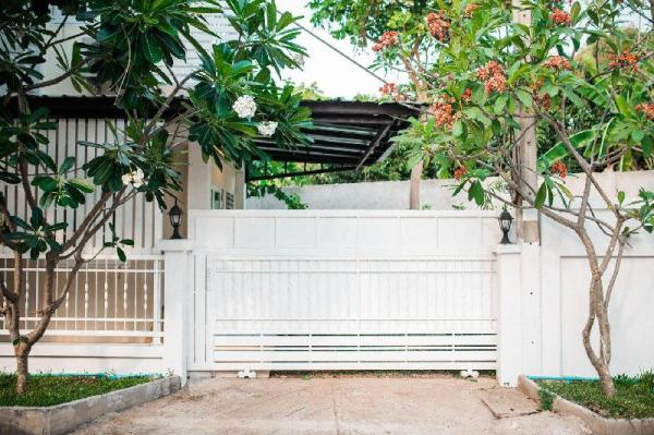 Private Cozy House in City with small garden Chiang Mai