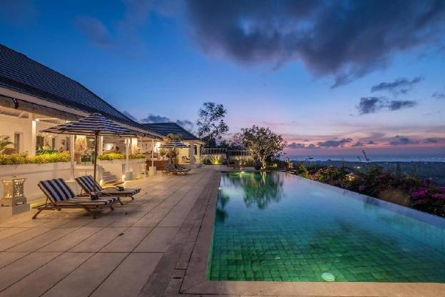 4 + 1 bedroom villa in Balangan