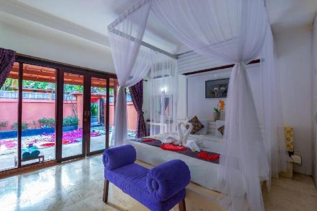 Romantic Villa Private Pool in Kuta Central