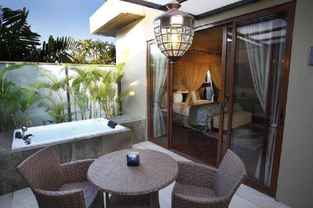 1BR Suite with Jacuzzi - Bfast