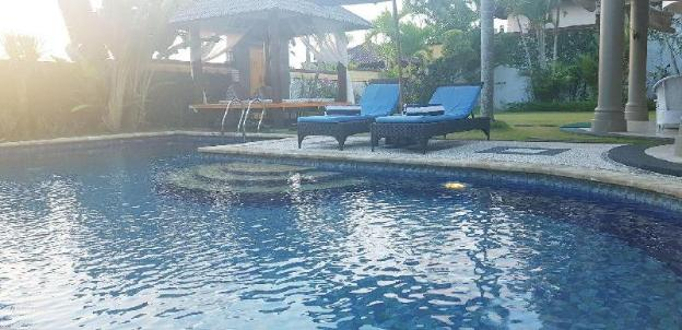 Amazing 2BR Private Pool Near GWK Cultural Park