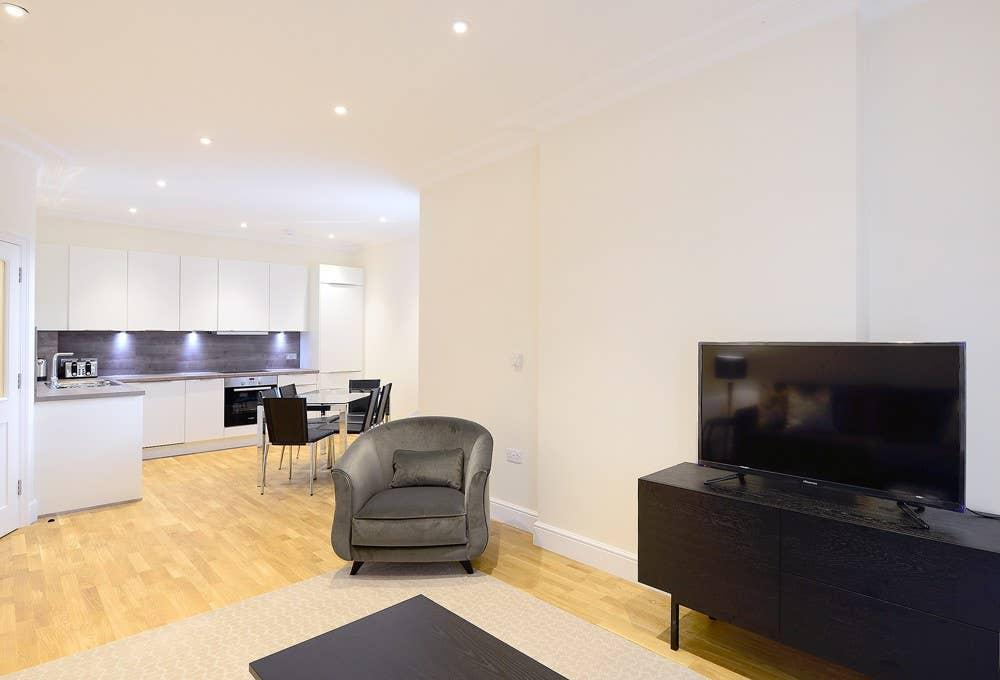 Modern & Bright Three Bed Apartment in Hammersmith