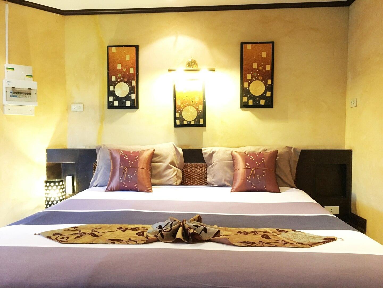 Royal suite 1 bedroom, living room and big terrace 1 ห้องนอน 1 ห้องน้ำส่วนตัว ขนาด 41 ตร.ม. – เขาพระตำหนัก