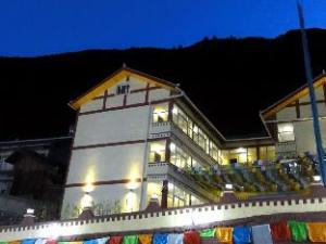 Jiuzhaigou Season Hostel