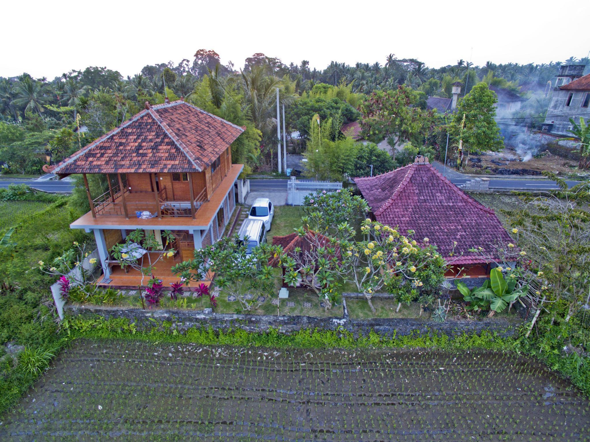 White Hostel Ubud
