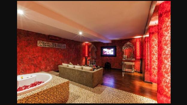 One BR Honeymoon Suite Private Balcony - Breakfast