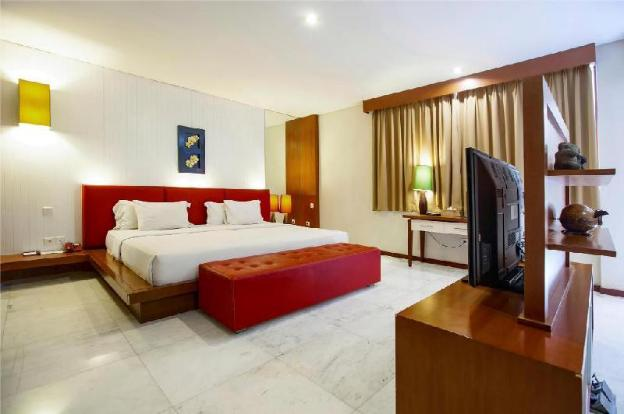 One BR Junior Suite with Private Pool - Breakfast
