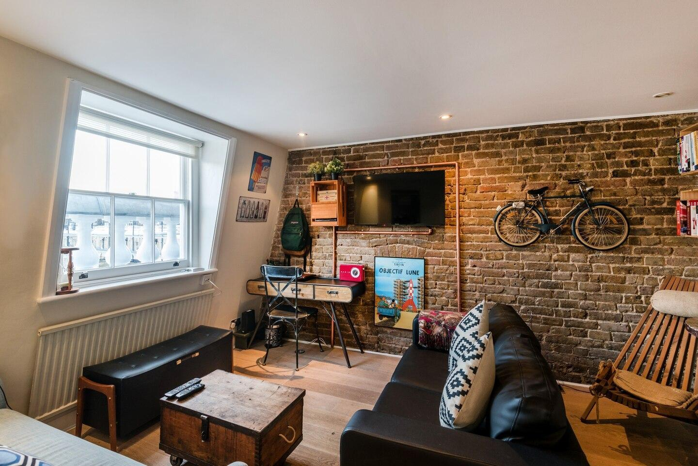 Lovely 1BD Flat - Walk to Museums and Hyde Park!
