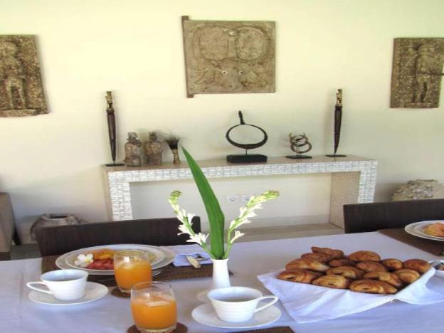 Seminyak Center 4BR Villa +Breakfast