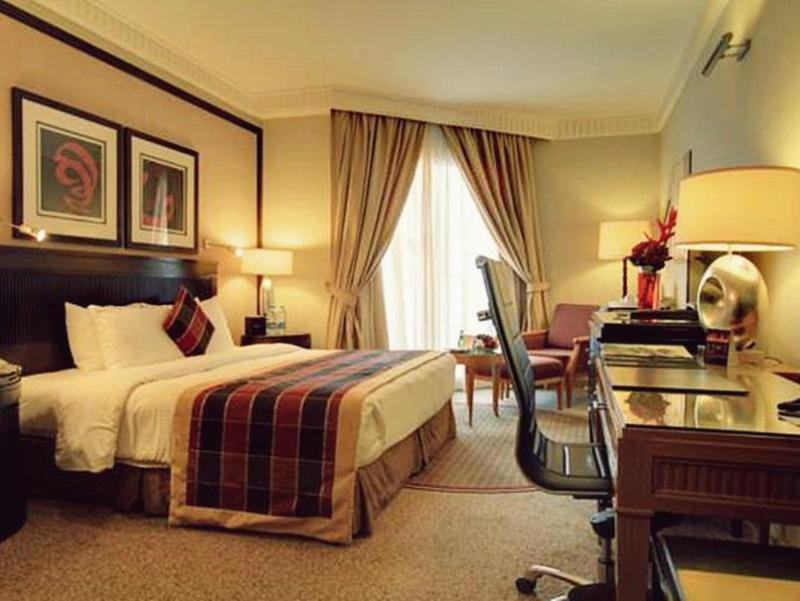 1 King Bed With 2 Rooms Executive Suite