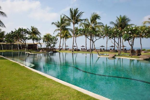 Spacious 1 BR Villa w/ tropical garden, Hill View