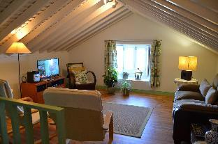 Holiday cottage rental with shared pool  sea and mountain view