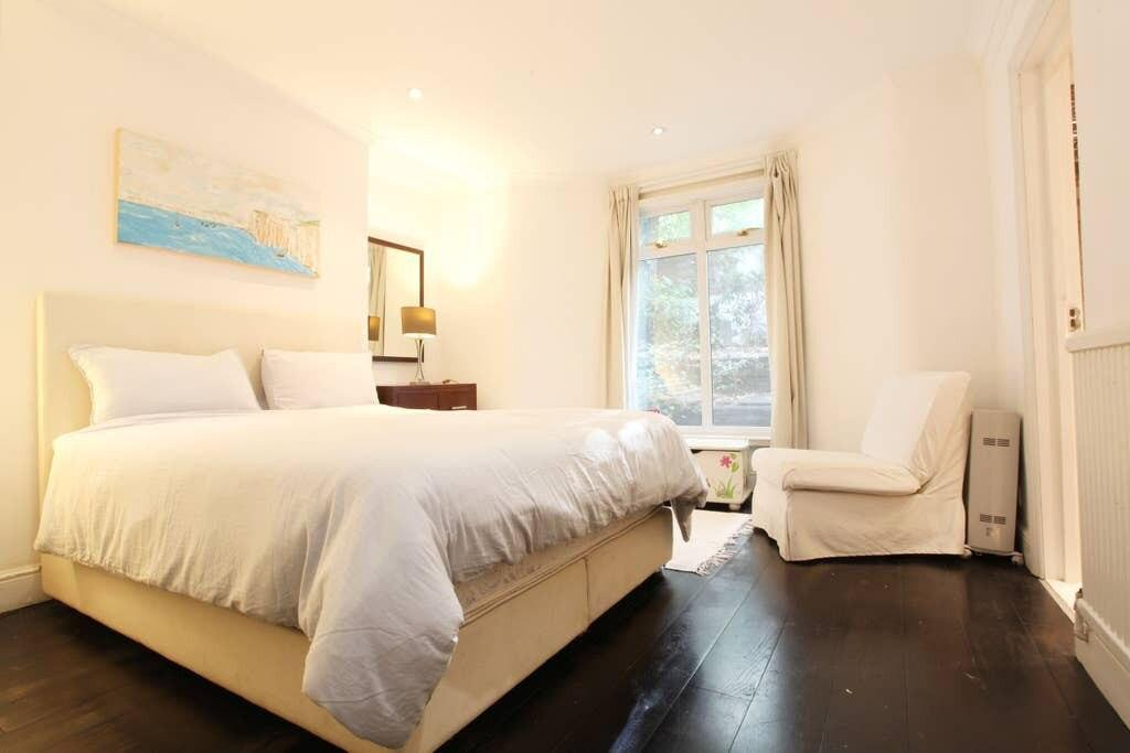 Two Bedroom Garden Apartment by the Kings Road