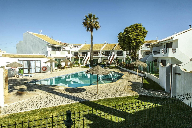 B20 - Sun and Pool Apartment