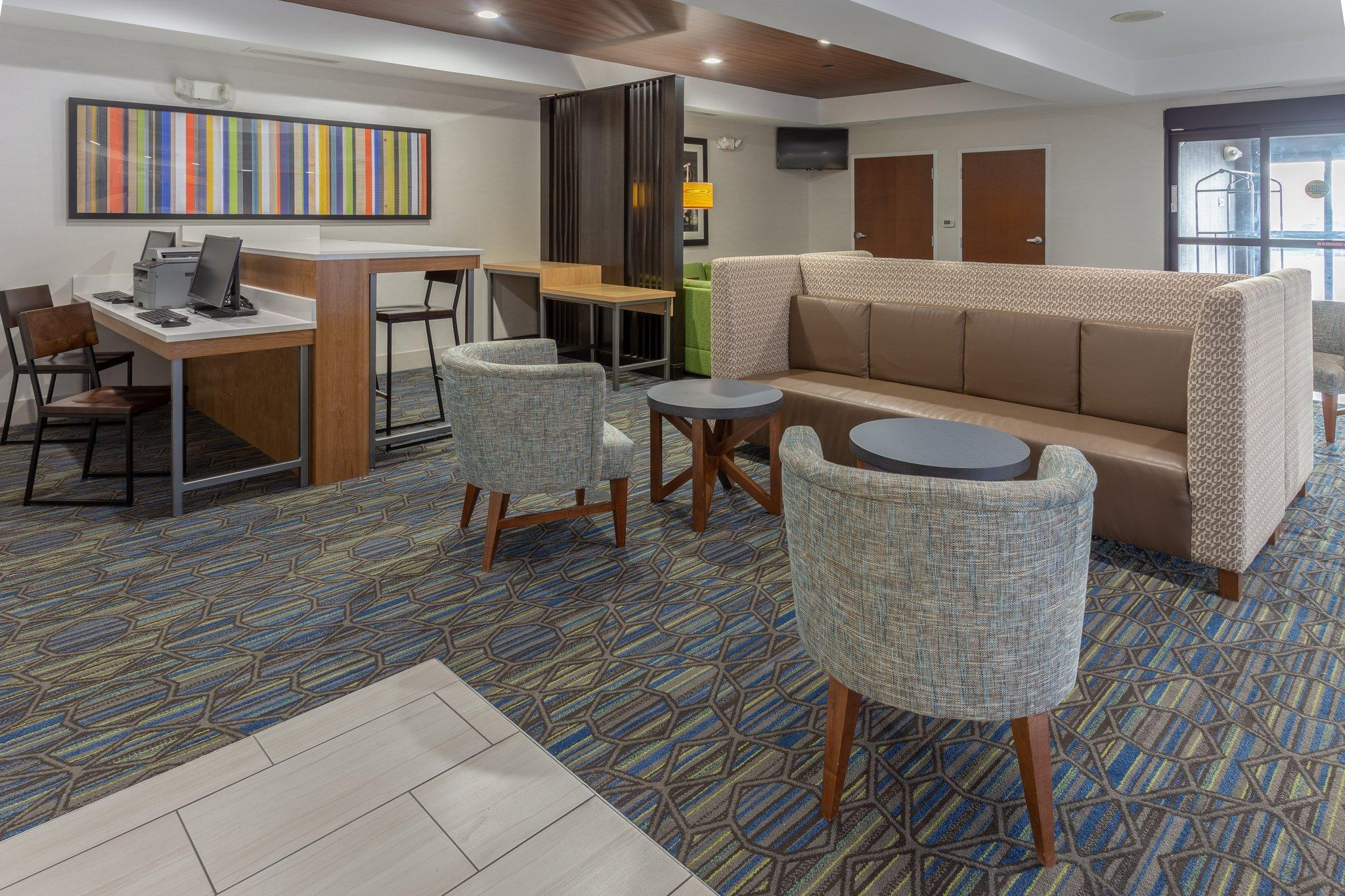 Holiday Inn Express Indianapolis Southeast Hotel