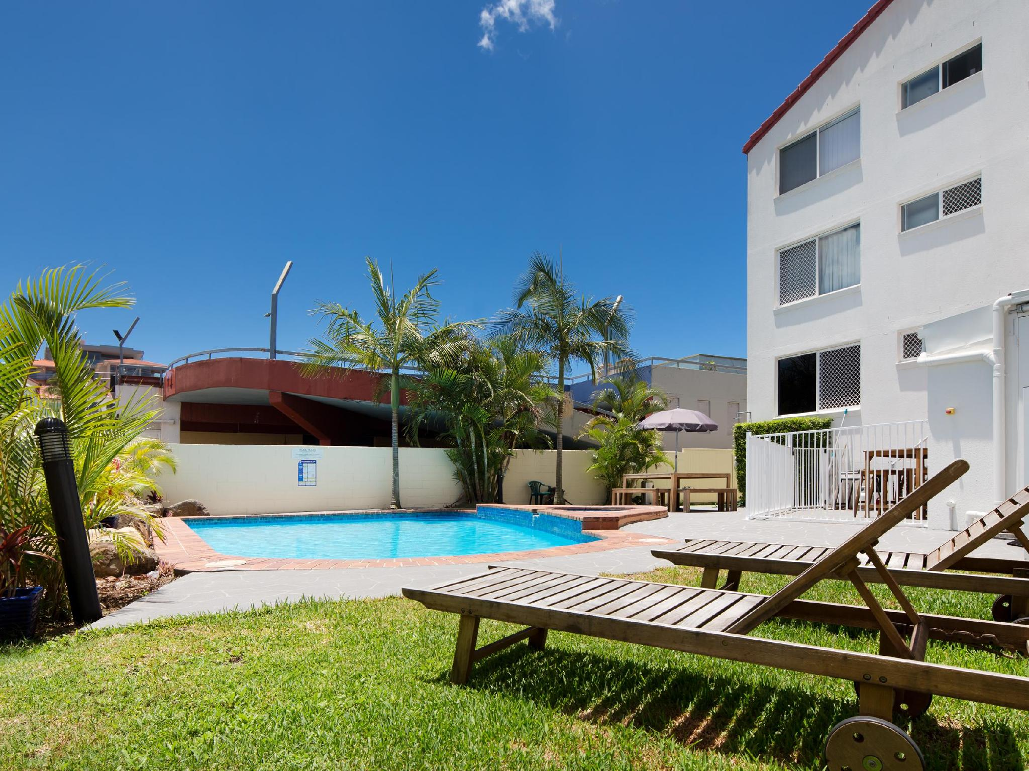 Price Burleigh Point Holiday Apartments