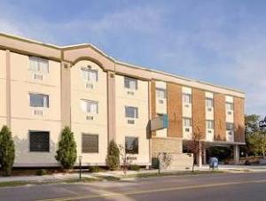 宾汉姆顿前街戴斯酒店 (Days Inn Binghamton Front Street)