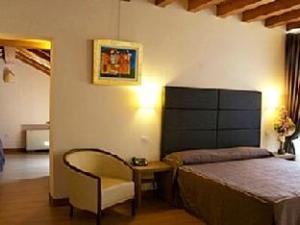 โรงแรมวิลล่า คอสตานซ่า (Hotel Villa Costanza)